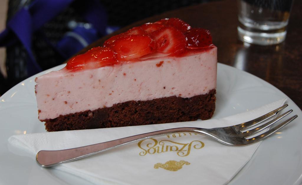 Jordbærmousse kake