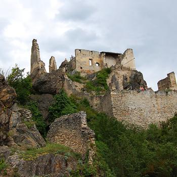 Dürnstein i Wachau - Ruinene av middelalderborgen Burg Dürnstein ruver over Donau., Østerrike.