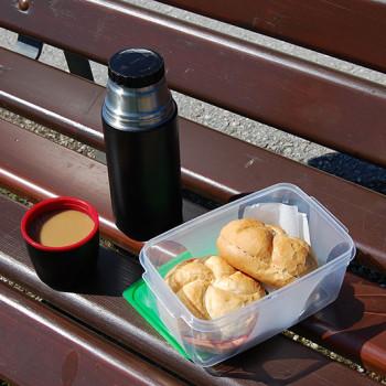 Enkel og rimelig østerriksk matpakke - wurstsemmel og kaffe, På bilferie i Østerrike