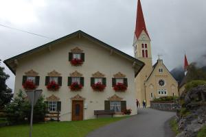 Tradisjonelt hus, Holzgau, Tirol, Østerrike.