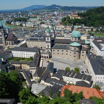 Utsikt over Salzburg fra Hohensalzburg, Salzburgerland, Østerrike.
