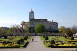 Schallaburg sett fra hagen foran slottet.