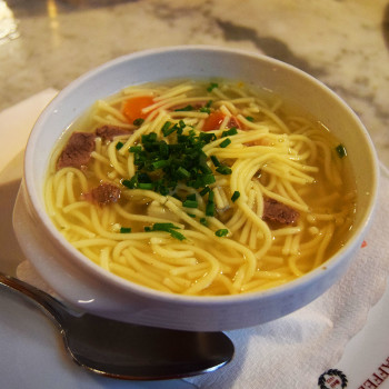 En suppeskål med Altwiener Suppentopf