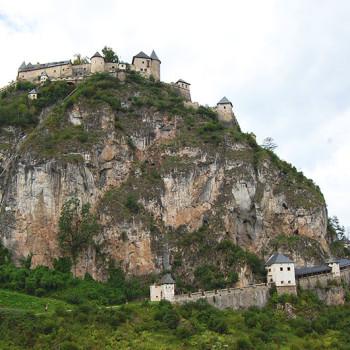 Burg Hochosterwitz, Kärnten, Østerrike sett fra østsiden..