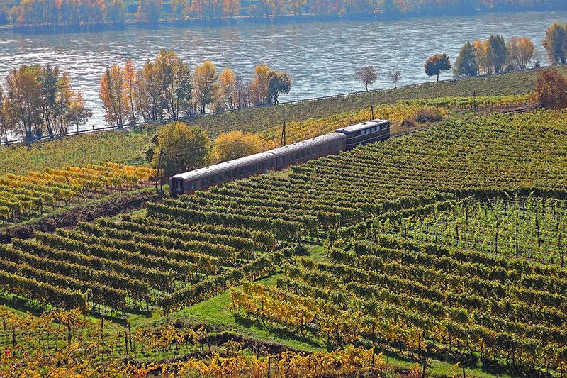 På togreise i Østerrike, Wachaubahn, Wachau, Niederösterriech, Østerrike