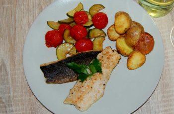 Stekt røye med varm tomat- og squashsalat, Gebratener Saibling, oppskrift fra Østerrike Spesialisten