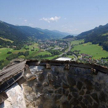 Utsikt til Rottenmann fra Burg Strechau, Steiermark, Østerrike