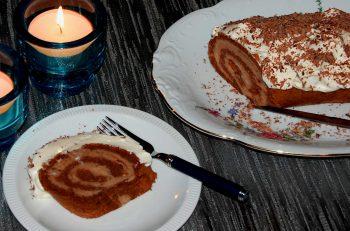 Sjokorullekake med kastanjefyll - maroniroulade - oppskrifter fra Østerrike Spesialisten