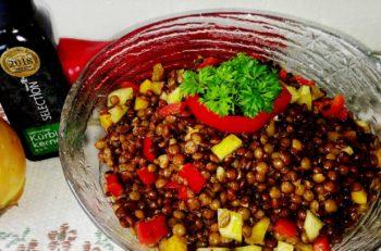Linsesalat med paprika og gresskarfrøolje - oppskrifta fra Østerriksespesialisten